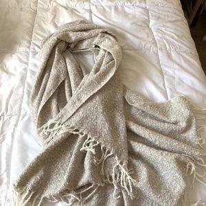 American Eagle Off-White Blanket Scarf (NWOT)